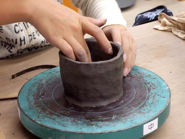 陶芸てびねり体験 手びねり陶芸体験!粘土をこねて、オリジナルのコップや茶碗を作ろう! 時...